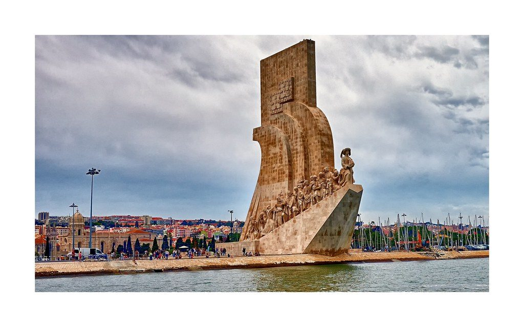 Visit monument to discoveries lisbon